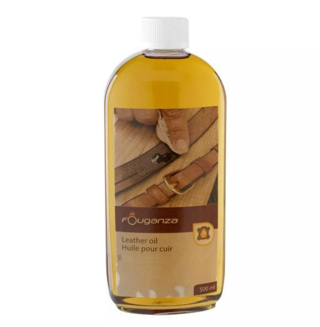 žlutý olej v plastové lahvičce, na kožené vybavení